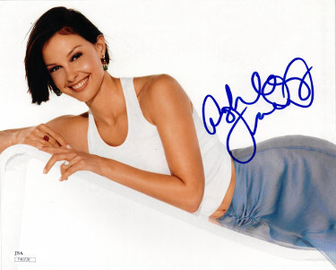 Ashley Judd signed 8x10 Photo- JSA Hologram #T40728 (horizontal-Kentucky Basketball)