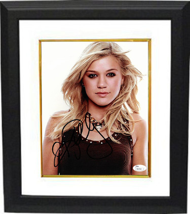Kelly Clarkson signed 8x10 Photo Custom Framed- JSA Hologram #T40640 (Country Music/American Idol)