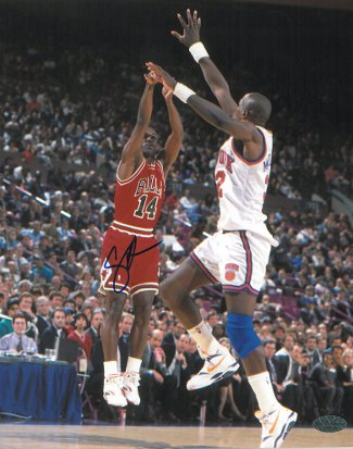 Craig Hodges signed Chicago Bulls 8x10 Photo vs New York Knicks (3X 3 Point Shooting Contest Winner)