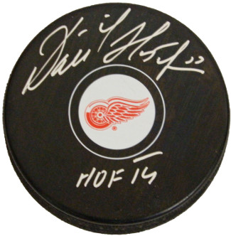 Dominik Hasek signed Detroit Red Wings Hockey Puck HOF 14