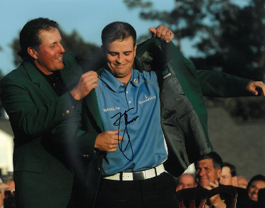 Zach Johnson signed PGA 11X14 Photo (Pose w/ Mickelson)(2007 Augusta National Masters Championship green jacket)