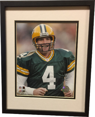 Brett Favre unsigned Green Bay Packers 8x10 Photo Custom Framed (Close Up)