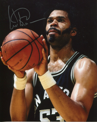 Artis Gilmore signed San Antonio Spurs 8x10 Photo (silver sig- close up)