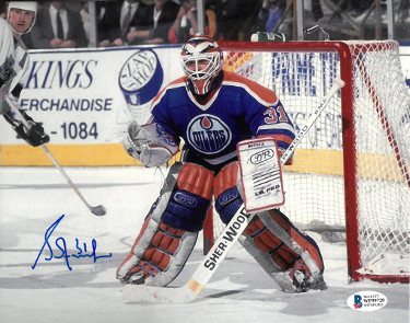 Grant Fuhr signed Edmonton Oilers 8x10 Photo #31- Beckett Witnessed