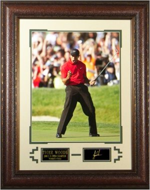 Tiger Woods Engraved Signature Series 2008 US Open Champion 16x20 Photo - Fist Pump Premium Leather Framing