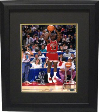 Craig Hodges signed Chicago Bulls 8x10 Photo Custom Framing - Leaf Authentics 3X 3 Point Shooting Contest Winner