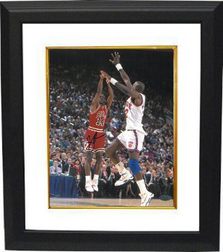 Craig Hodges signed Chicago Bulls 8x10 Photo Custom Framed vs New York Knicks (3X 3 Point Shooting Contest Winner)