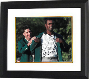 Vijay Singh signed PGA 11x14 Photo Custom Framing - JSA Hologram  (2000 Augusta National Masters Championship green jacket)
