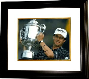 David Toms signed 8x10 Photo Custom Framed 2001 PGA Championship w/ Trophy (horizontal)