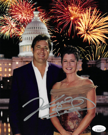 Vince Gill signed 8x10 Photo (pose with Amy Grant)- JSA Hologram #CC08662