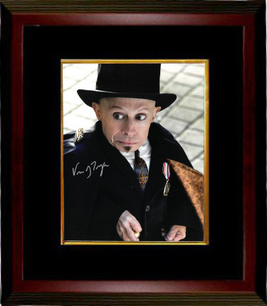 Verne Troyer signed Imaginarium of Doctor Parnassus as Percy 8x10 Photo Custom Framed (with black hat)
