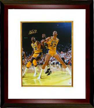 Magic Johnson signed Los Angeles Lakers 16x20 Photo Custom Framing - PSA Hologram (vs Kareem Abdul-Jabbar)